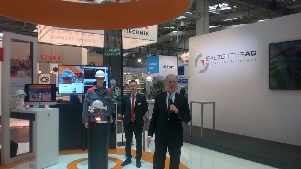 Vorstellung der Helmet Glass durch Vorstand der Salzgitter AG Prof. Fuhrmann auf der Hannover Messe
