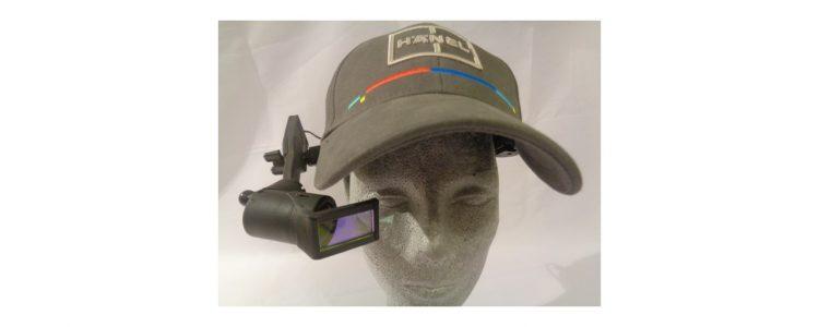 AR Datenbrille an Stoßkappe befestigt